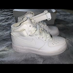 NIKE | WHITE  Air Force ones high tops size 6